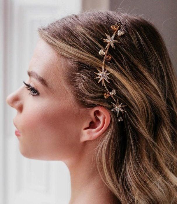 Diadema de con estrellas doradas y piedras hermosas