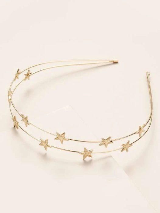 diadema de aro delgado en color dorado con estrellas