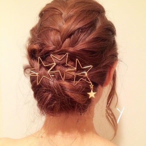 Broche dorado con silueta de estrella