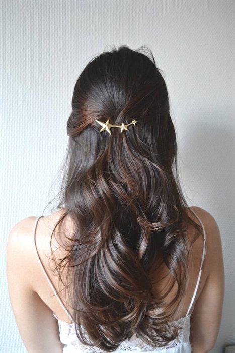 Broche para cabello con estrellas doradas