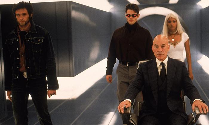Escena de la película X-Men estrenada en el 2000 con el profesor X en una silla de ruedas