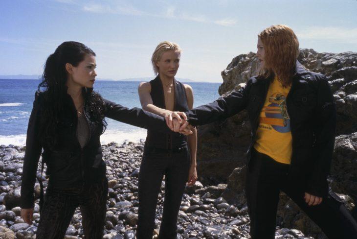 Escena de la película Los ángeles de Charlie estrenada en el 200 y protagonizada pro Dre, Caremon y Lucy Lu
