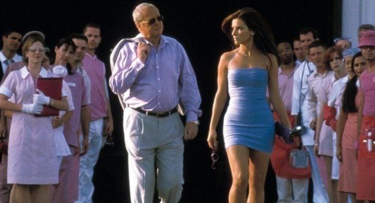 Escena de la película Miss Simpatía protagonizdaa por Sandra Bullock en el 2000
