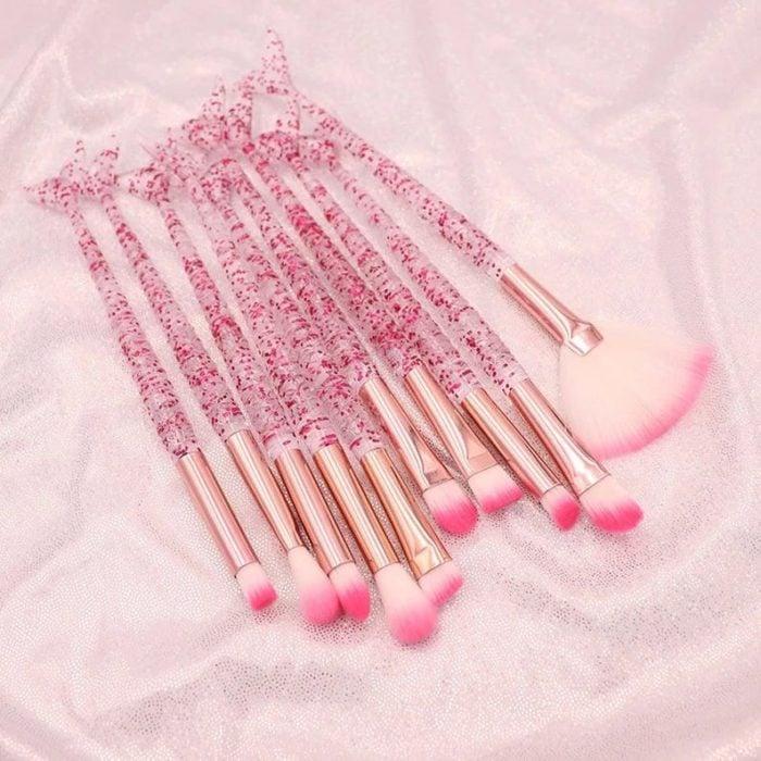 Brochas en color rosa con mango traslucido con glitter