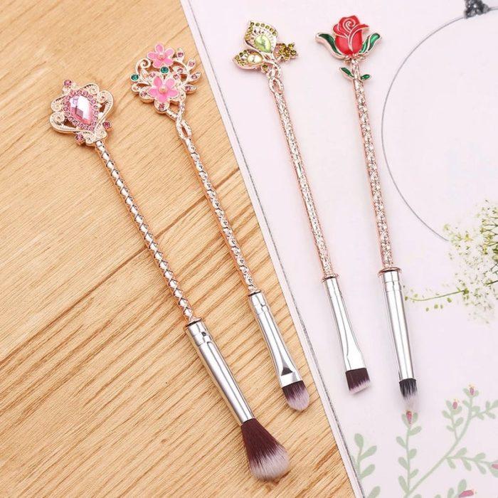 Set de brochas con soportes en forma de flores