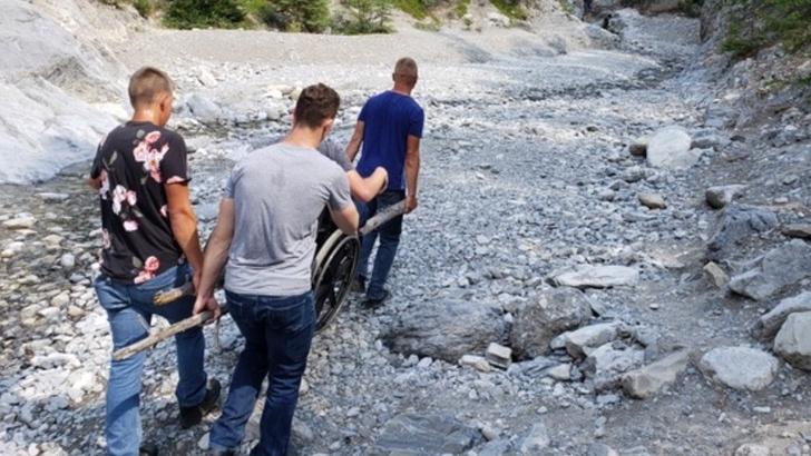 Aaron y sus amigos en la caminata a Grotto Canyon