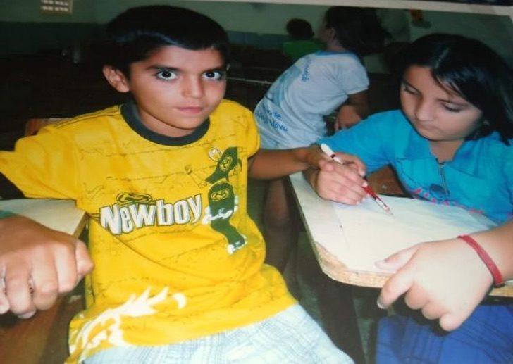 Jailsom y Francisco de niños en la escuela