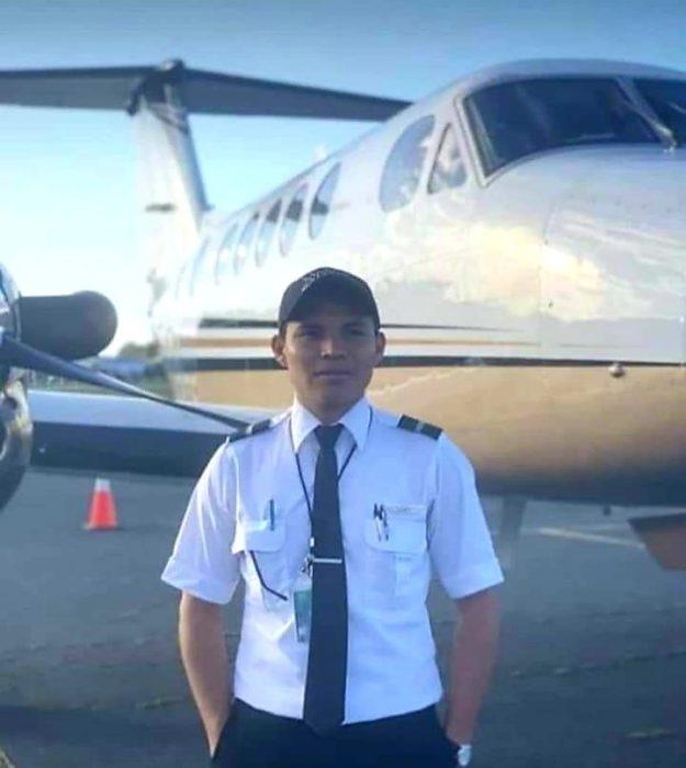 Luis Ángel con su uniforme de la escuela de aviación en Estados Unidos