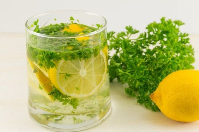 Jugo de limón y perejil