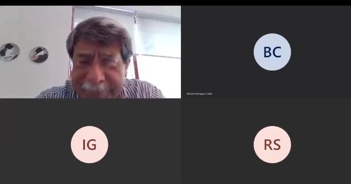 Profesor se frustra por la tecnología para da clases
