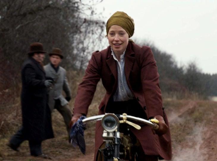 Personajes de serie de Netflix Anne With an E; Muriel Stacy
