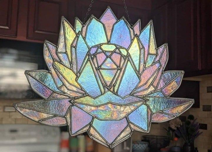 vitral creado por artista Luna negra inspirado en el cristal imperium de Sailor Moon