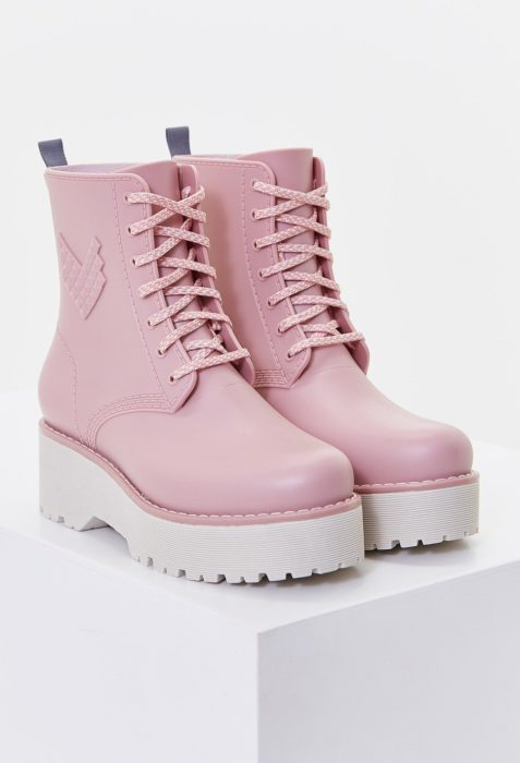 Botas gruesas en color rosa pastel