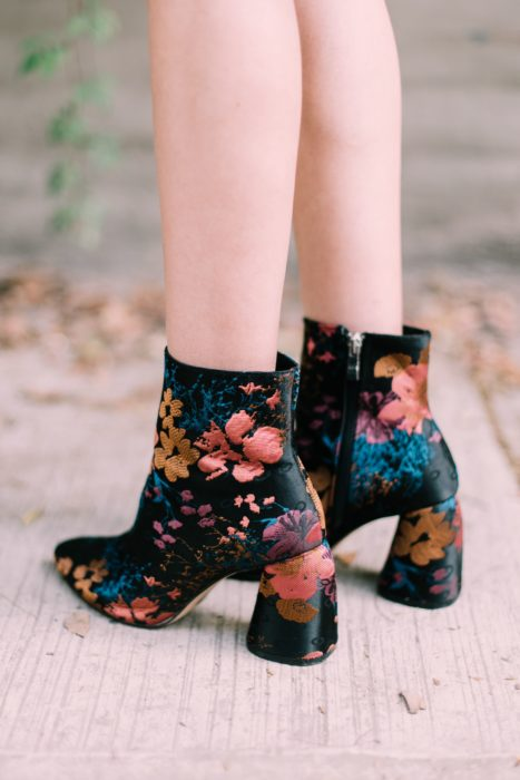 Ankle boots with embroidered details, black and flower details