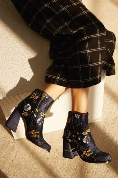 Ankle boots with embroidered details, in black and details on all footwear