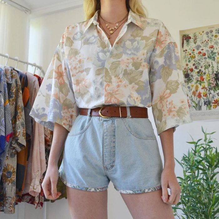 Ideas to combine shorts with flowered shirt