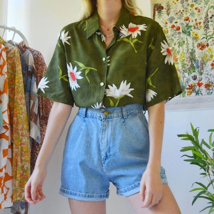 Ideas to combine shorts with green flowered shirt