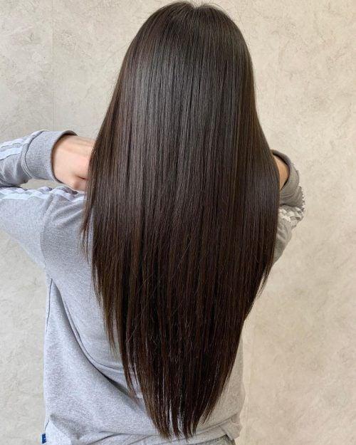 Mujer de cabello largo lacio