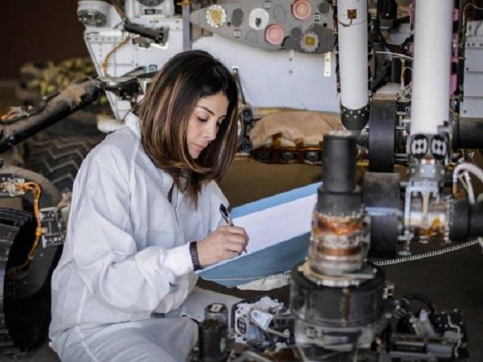 Diana Trujillo trabajando para la NASA