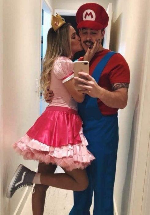Disfraces de pareja de películas y caricaturas; Super Mario, Princesa Peach