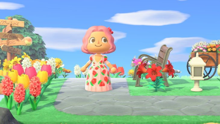 Personaje Animal Crossing con vestido de fresas