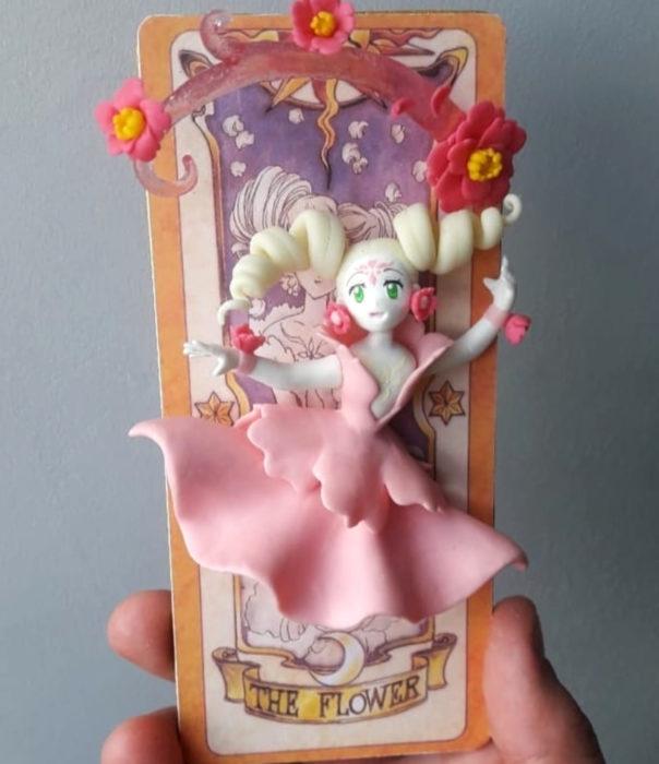 Artista escultor Luki Art crea pequeñas figuras de personajes de caricaturas y películas; Sakura Card Captor, Carta Clow, Las flores