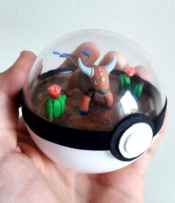 Artista escultor Luki Art crea pequeñas figuras de personajes de caricaturas y películas; Pokémon en pokebola; Taurus