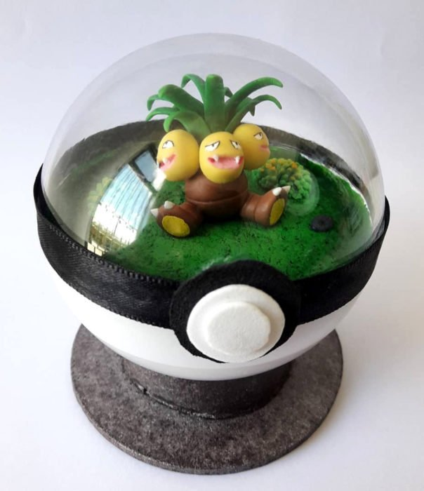 Artista escultor Luki Art crea pequeñas figuras de personajes de caricaturas y películas; Pokémon en pokebola; Exeggutor