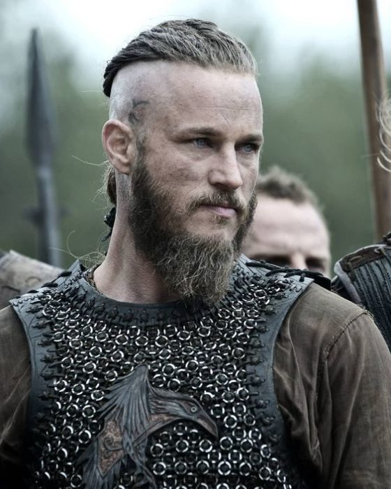 Travis Fimmel como Ragnar Lodbrok