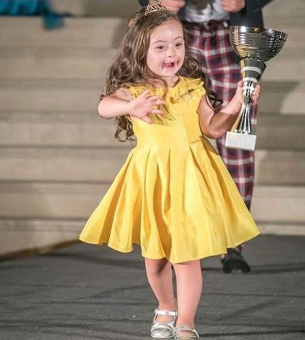 Francesca Rausi ganadora de certamen de belleza
