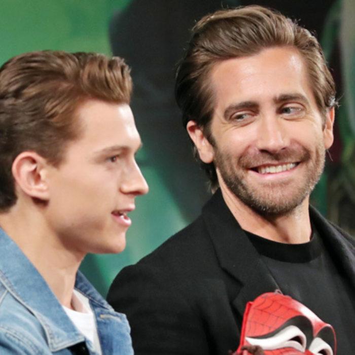 Jake Gyllenhaal mirando a otros famosos; Tom Holland