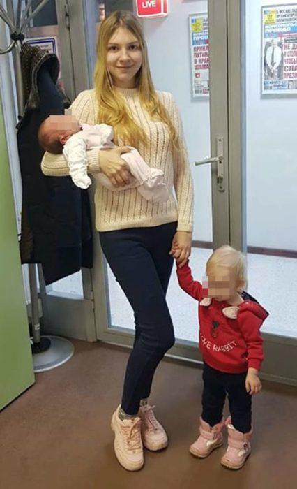 Lada Koroleva con sus dos bebés