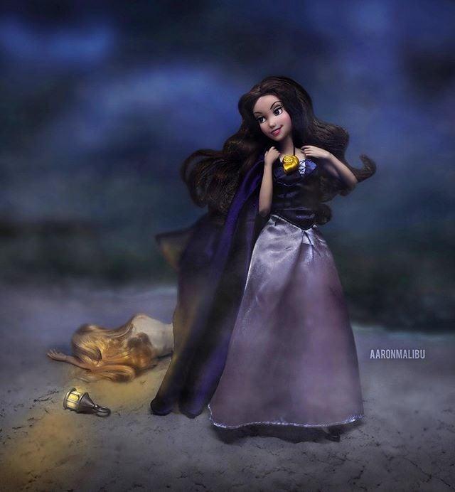 Muñeca barbie de el artista Aaron Malibu, Úrsula