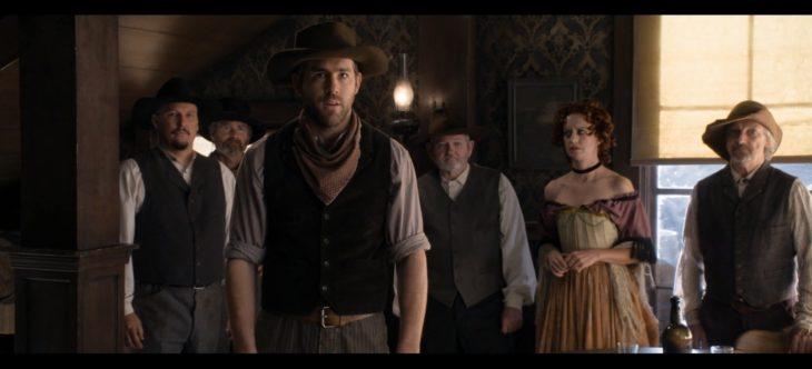 Ryan Reynolds en un cameo en la película un millón de millas en el oeste