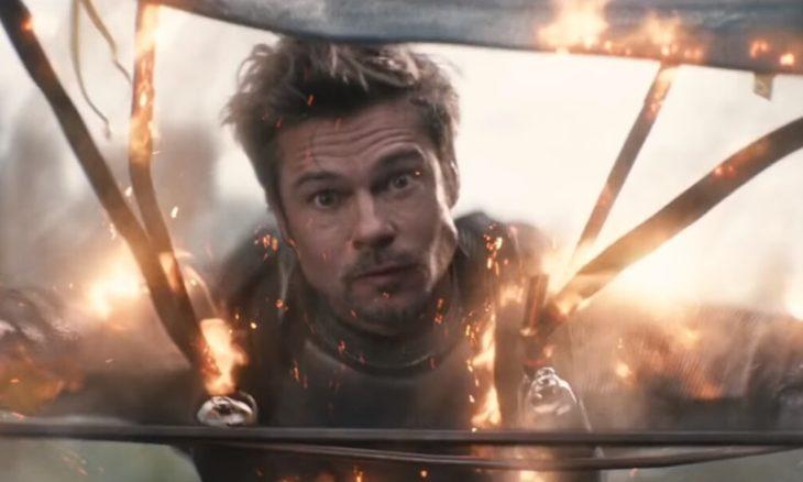 Brad Pitt haciendo un cameo en la película DeadPool mientras está en un paracaídas