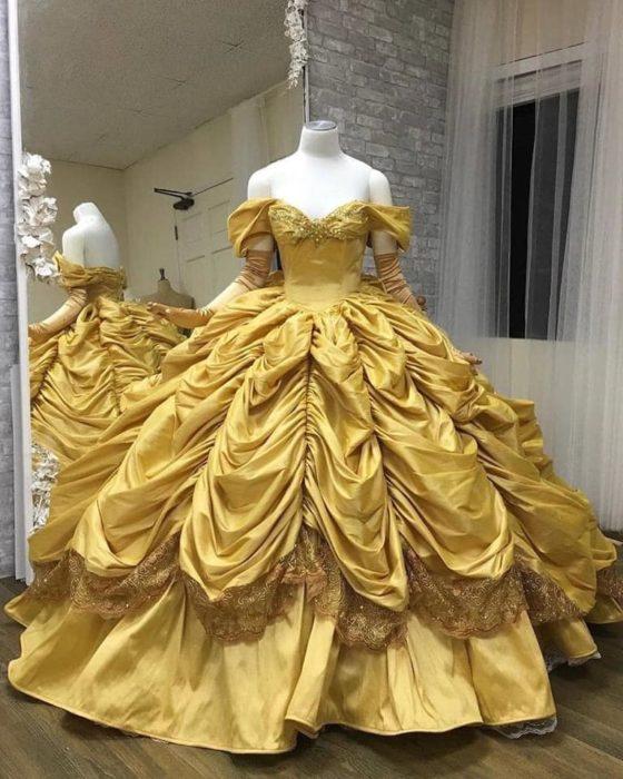 Vestido creado por Nephi García, inspirado en la princesa Disney Bella