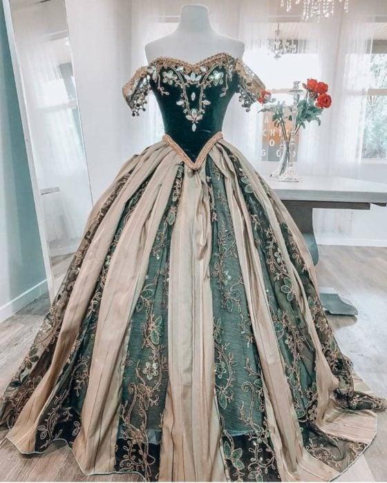 Vestido creado por Nephi García, inspirado en la princesa Disney, Anna