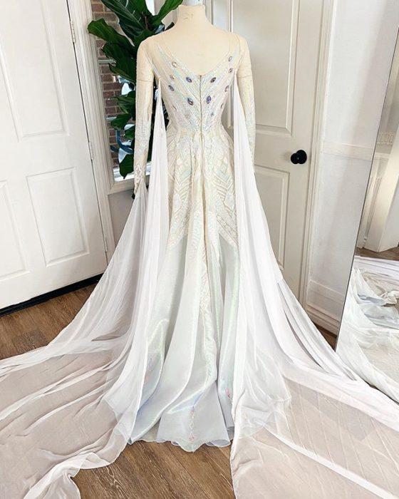 Vestido creado por Nephi García, inspirado en la princesa Disney, Elsa