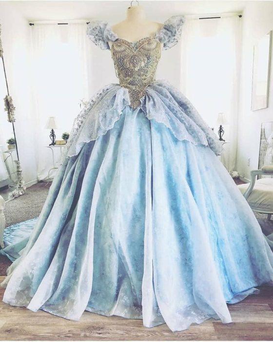 Vestido creado por Nephi García, inspirado en la princesa Disney Cenicienta