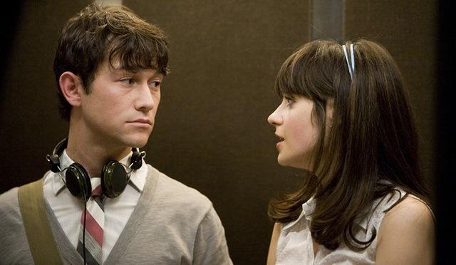 Escena de la película 500 Dias con ella, Tom y Summer dentro de un elevador