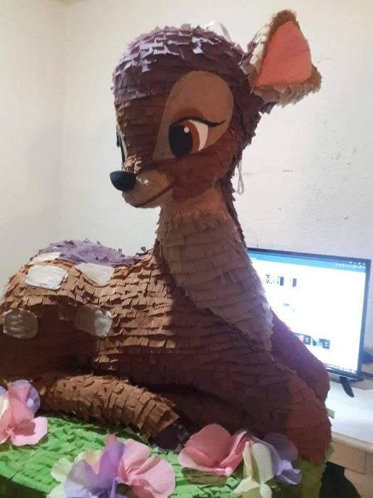 Piñata de Bambi sentado