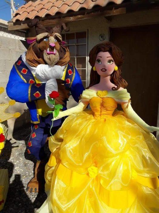Piñata de La Bella y la Bestia