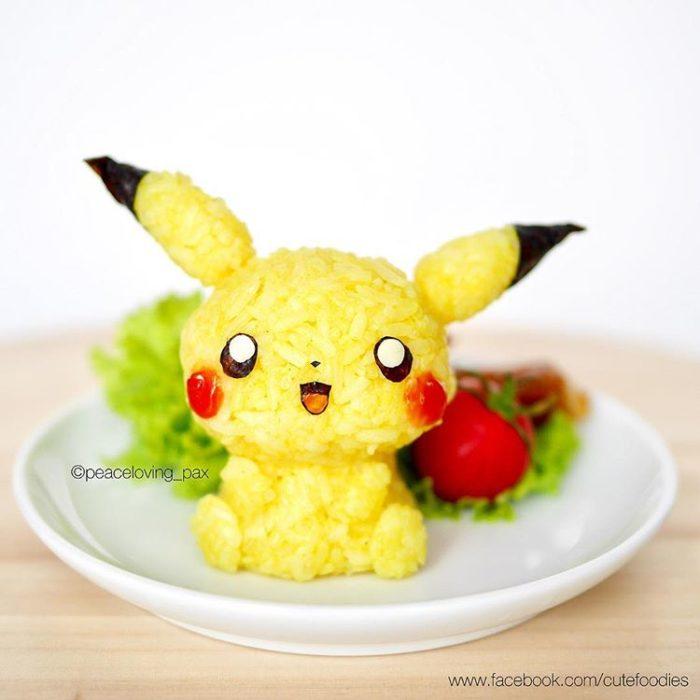 Platillo de comida inspirado en el pokémon Pikachu