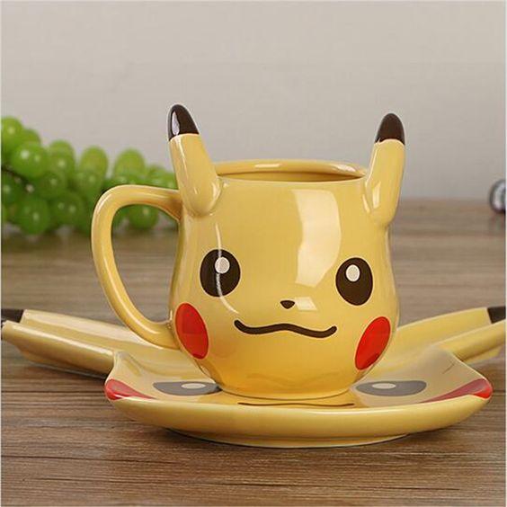 Taza y plato en forma de pikachu