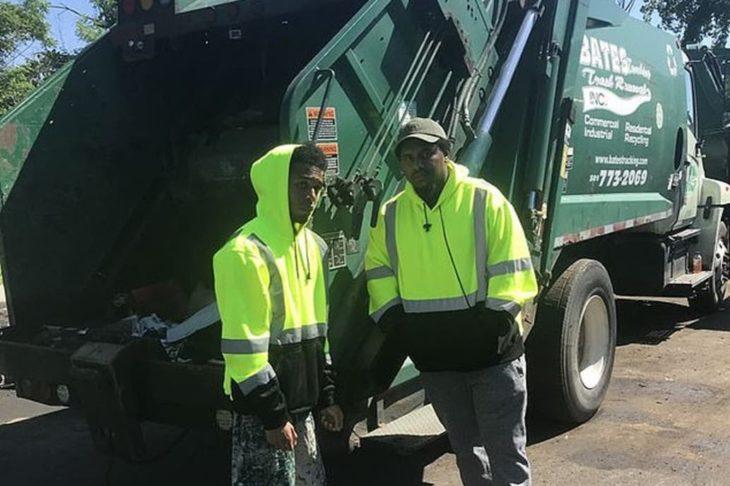 Rehan Staton trabajando como recolector de basura