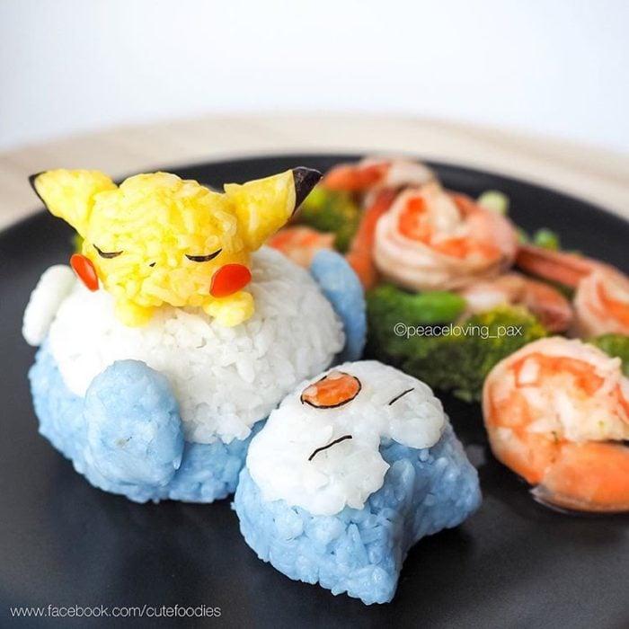 Platillo de comida inspirado en los pokémones Snorlax y Pikachu