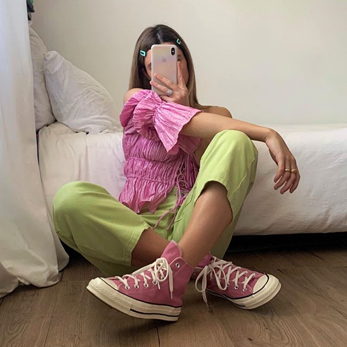 girl wearing pink blouse, pink converse pistache pants
