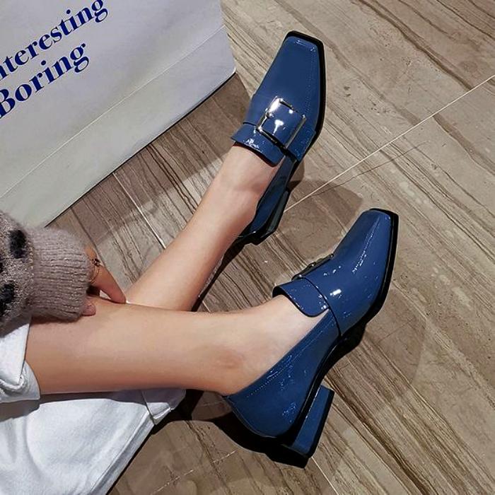 zapatos cerrados loafers color azul de punta cuadrada