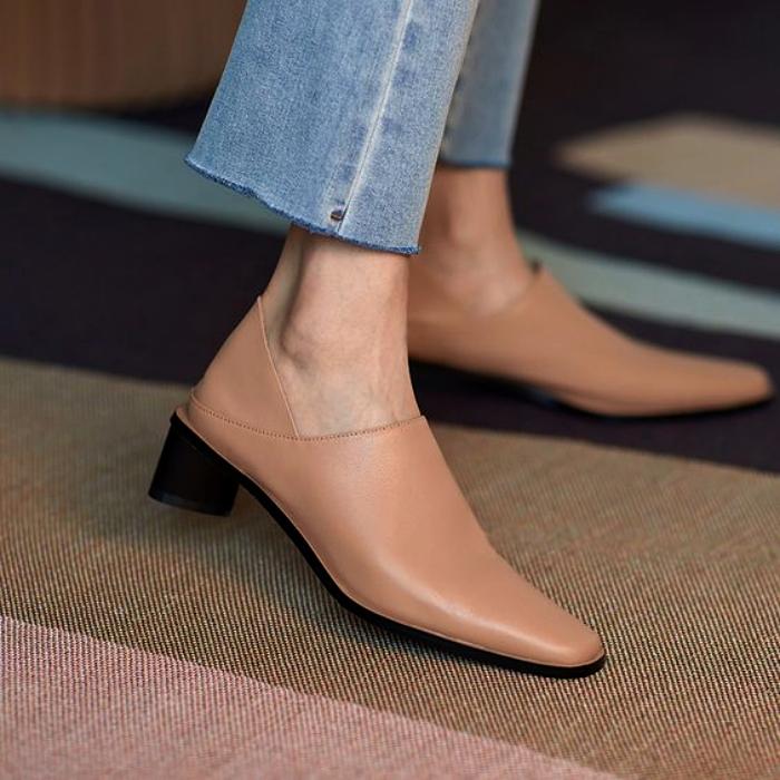 zapatos de metedera color nude con punta cuadrada