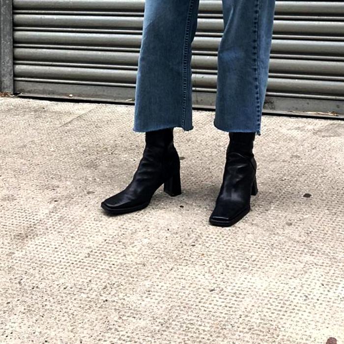 botas de cuero negras con punta cuadrada